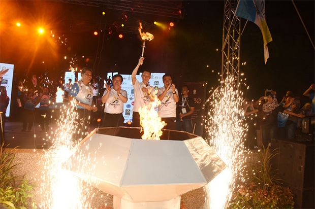 Lee Chong Wei was granted the honor of lighting the Olympic cauldron during the closing ceremony of the Penang Olympic Carnival. (photo: Penang Olympic Carnival)