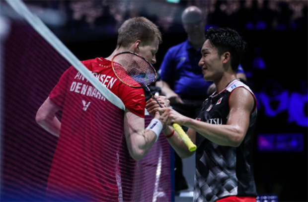 Kento Momota wins 2019 World Championships after dominating Anders Antonsen in one-sided final. (photo: Shi Tang/Getty Images)
