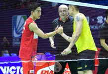 Kento Momota greets Lin Dan (R) before their first round China Open match. (photo: AFP)