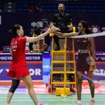 PV Sindhu thanks Li Xuerui after the China Open first round victory. (photo: photo Scan)