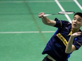 Soo Teck Zhi knocks out of Syed Modi quarters. (photo: AFP)