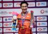 Kento Momota poses with his 2019 BWF World Tour Finals trophy. (photo: AFP)