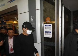 Kento Momota goes back to Japan. (photo: Sinchew)