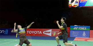 Teo Ee Yi (L) and Ong Yew Sin celebrates after their Thailand Masters win.