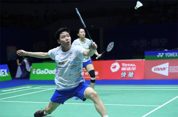 Seo Seung-Jae (front) receives a one-year suspension from Badminton Korea Association (BKA). (photo: Shi Tang/Getty Images)