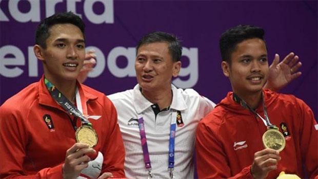 Wish Hendry Saputra (middle) a speedy recovery. (photo: Ozk)