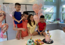 Wish Wong Mew Choo a Happy Birth Day! (photo: Lee Chong Wei's Facebook)