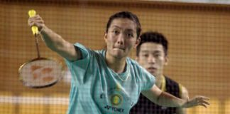 Lai Pei Jing (left) and Chan Peng Soon in training in Stadium Juara.