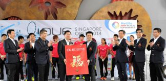Giant red packet presentation from OUE Limited Executive Chairman, Dr. Stephen Riady to President of SBA, Mr Lee