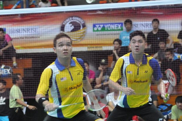 Tan Boon Heong (right) and Ow Yao Han on their way to beating Hardianto Hardianto-Agripinna Prima Rahmanto Putra of Indonesia 28-26, 21-13 in the Malaysia Open Grand Prix Gold.