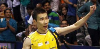 Lee Chong Wei greets the fans after his win over P. Kashyap