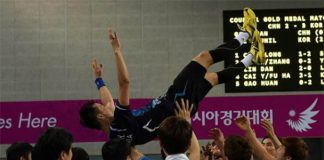 Korean shuttlers throw Lee Hyun-il up in the air after wining Asian Games men's team gold