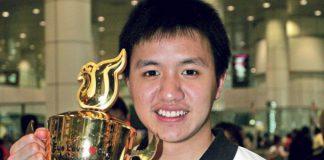 Zulfadli Zulkiffli with his world junior championships trophy