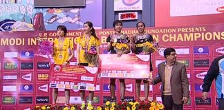 Vivian Hoo (yellow shirt, left) / Woon Khe Wei on the podium with Soong Fie Cho (black shirt, left) - Amelia Alicia Anscelly