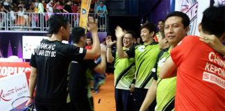 Lee Yong-Dae congratulates Mak Hee Chun/Tan Bin Shen after their win over Ow Yao Han/Tan Boon Heong (photo: Muar City's FB)