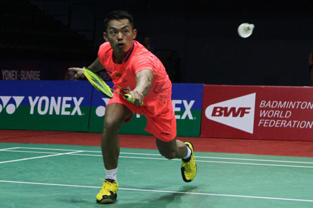 Lin Dan returns a shot from his opponent at India Open