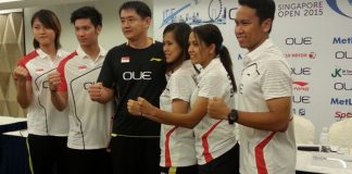 Derek Wong (2nd from Left) and Vanessa Neo (4th from left) are team leaders for Singapore men's and women's team (Photo: CROWD PR)