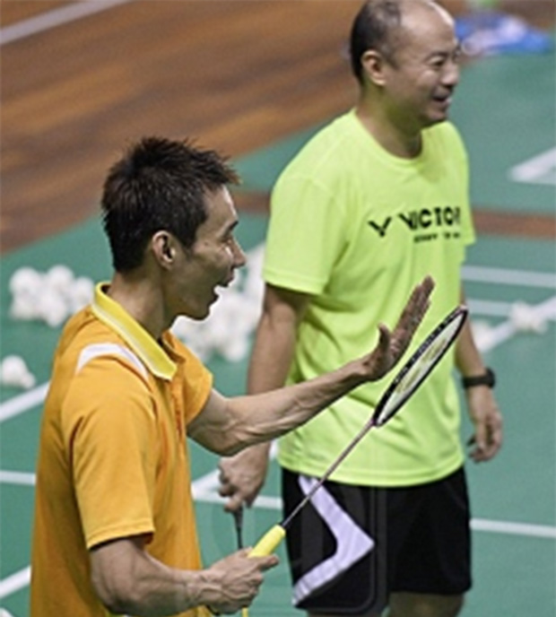 Hendrawan (right) and Lee Chong Wei are laughing during a training session (photo: Utusan/Irwan Majid)