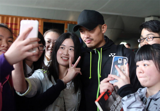 Lin Dan surrounded by his fans at the Badminton Asia Championships at Wuhan, China