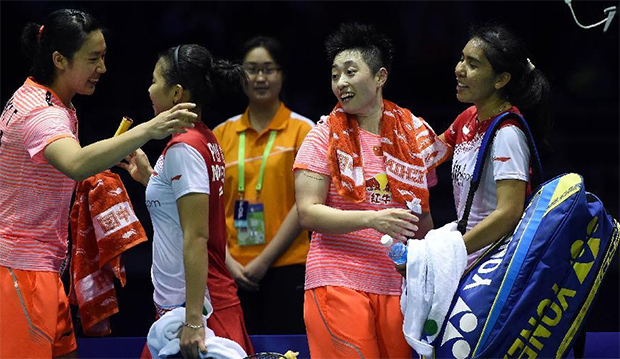 Nitya Krishinda Maheswari/Greysia Polii greet Yu Yang/Tang Yuanting after their match.