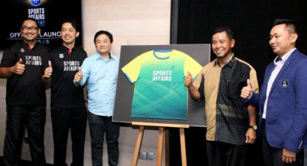 Raezal, Ahmad Shapawi, Ronnie Tan - Director of Protech Absolute M Sdn Bhd, Rashid Sidek, and Rosman Razak (from right). (photo: Bernama)