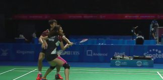 The quick thinking move by Chan Peng Soon & Goh Liu Ying earns them a point.