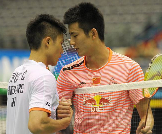 Chen Long (right)shakes hands with Taiwan's Chou Tien Chen after the 2015 Taipei GPG men's singles final match. (photo: AP)