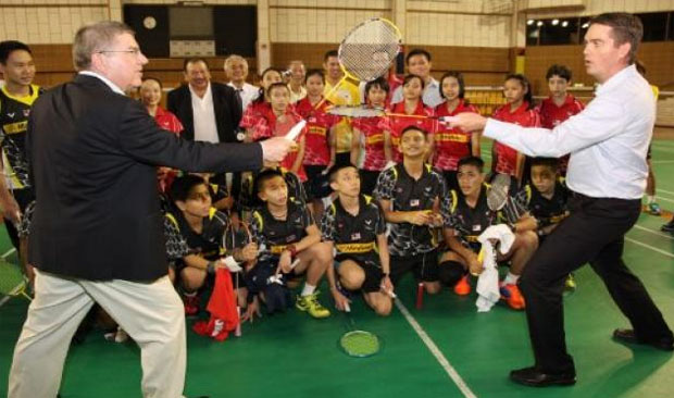 """Thomas Bach and Poul-Erik Hoyer (right) pretend """"sword fighting"""" using badminton racquets. (photo: Sinchew)"""