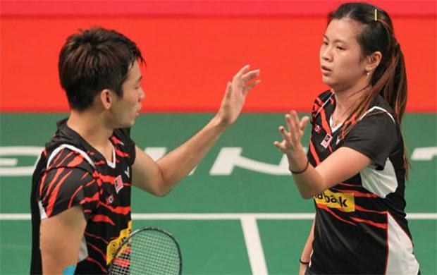 Chan Peng Soon (left) and Goh Liu Ying stun No. 9 seeds Reginald Lee Chun Hei/Chau Hoi Wah of Hong Kong at the World Championships. (Photo: Goh Thean Howe)