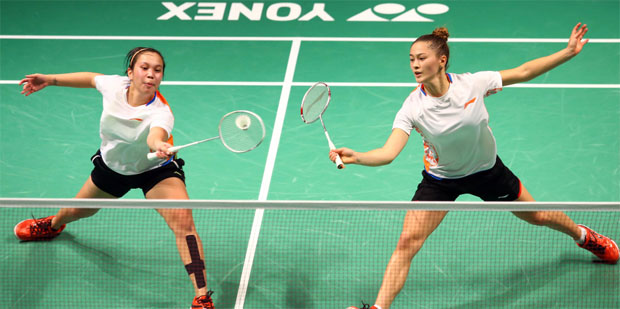 Setyana Mapasa (left) & Gronya Somerville are eye candies at Sydney International. (photo: Sydney Badminton International)