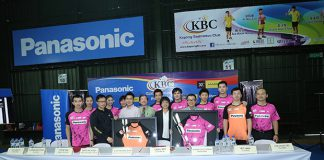 Badminton players from Kepong Badminton Club (KBC) take picture with Purple League's founder Dato Jack Koh (front row-third from left).(photo: Purple League)