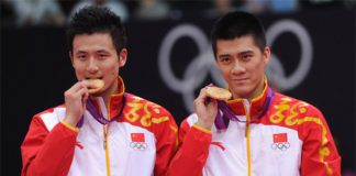 Cai Yun and Fu Haifeng (right) of China stand on the podium with their gold medals at the London 2012 Olympic Games.