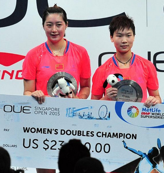 Yu Xiaohan (left) and Ou Dongni win women's doubles title of the OUE Singapore Open on April 12, 2015.
