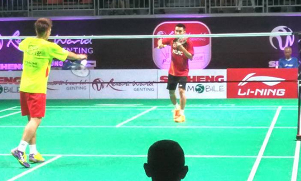 It's fun to see Lee Chong Wei plays against Kento Momota in Purple League. (photo: Lau Theng Foong)