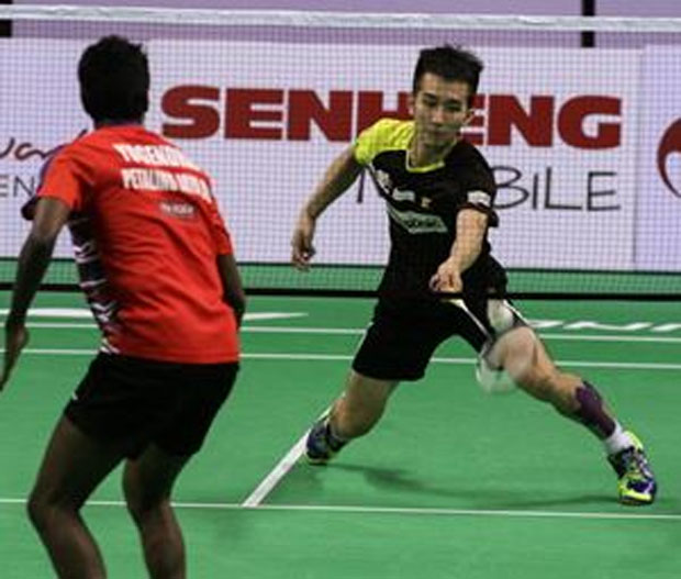 Chong Wei Feng shows the courage to fight back when he was trailing in the match against Krishnan Yogendran. (photo: Bernama)