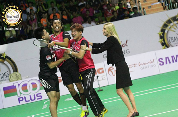 Syed Akhbar Shah Syed Mustakim swarmed by his teammates after winning the decisive second men's singles match. (photo: Purple League)