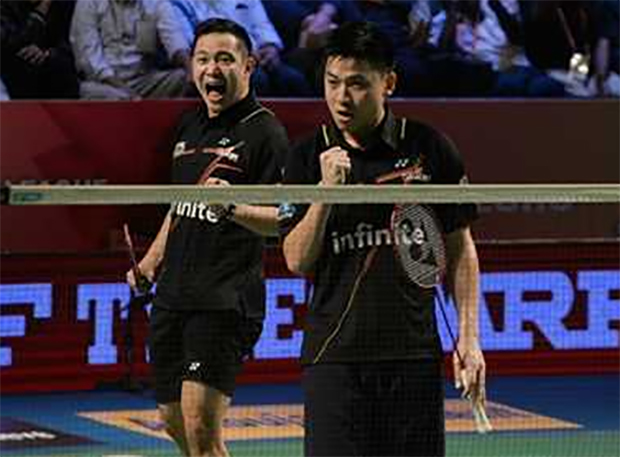 Fist pumps: Koo Kien Keat and Tan Boon Heong won a thrilling men's doubles encounter in PBL finals. (photo: PTI)