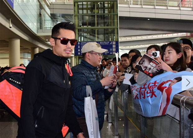An overwhelming welcome home support by his fans, following Lin Dan's sixth All England title victory last Sunday. (photo: AFP)
