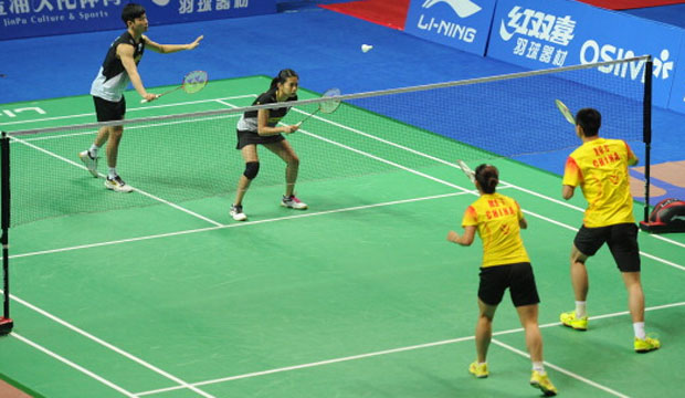 Chan Peng Soon (L) and Goh Liu Ying (2nd L) of Malaysia were playing against Xu Chen (R) and Ma Jin (2nd R) of China at the 2012 China Open. (photo: GettyImages)