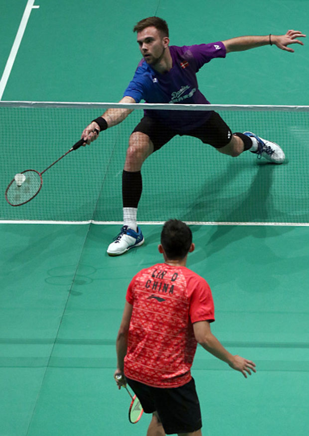 Jan O Jorgensen takes on Lin Dan at the 2016 Malaysia Open. (photo: GettyImages)