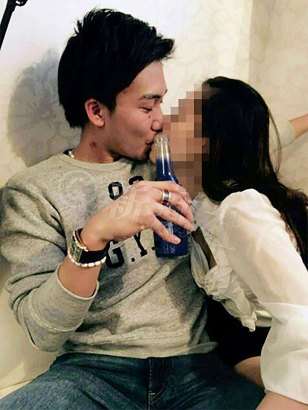 This is one of the pictures that sparked Kento Momota's illegal gambling probe. (source: shincho)