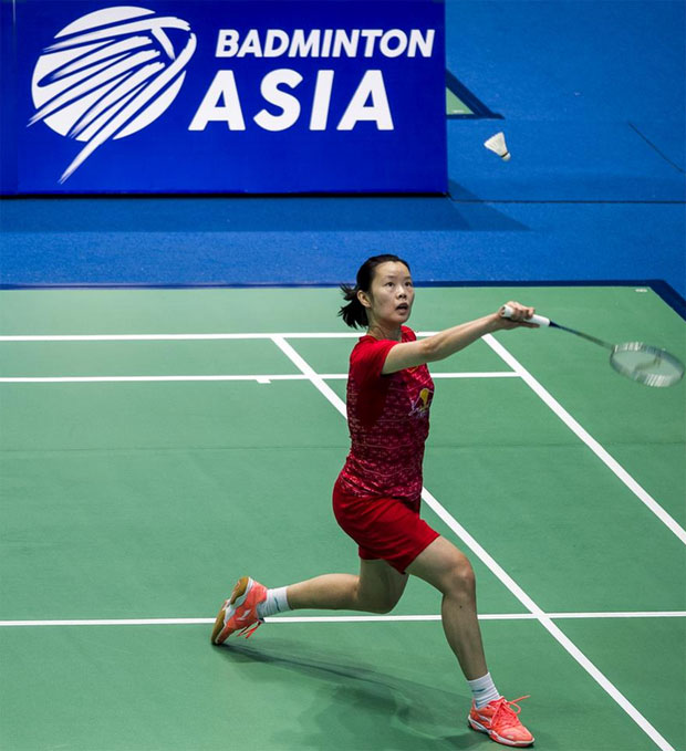 Li Xuerui wins a tought match against Porntip Buranaprasertsuk on Wednesday. (photo: AFP)
