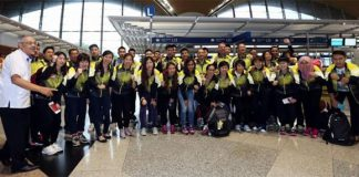 Malaysia's Thomas Cup and Uber Cup players pose before their departure for Kunshan to participate in the 2016 Thomas and Uber Cup finals. (photo: Sinchew)