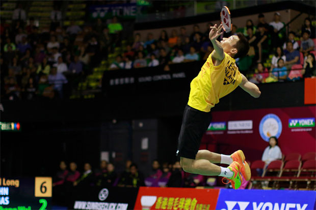 A powerful smash by Lee Chong Wei at the 2015 Hong Kong Open. (photo: GettyImages)