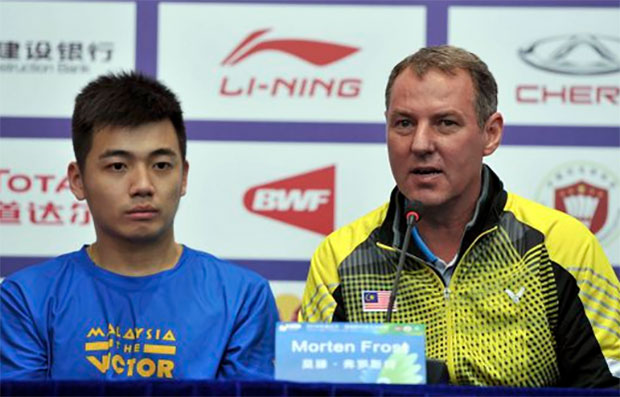 Tan Wee Kiong and Morten Frost speak to media during a press conference in Kunshan. (photo: Bernama)
