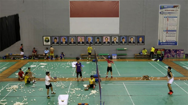 Indonesian players practice to prepare for next week's Indonesia open. (photo: PBSI)
