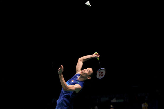Lee Chong Wei returns a shot at the 2016 Indonesia Open. (photo: GettyImages)