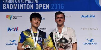 Denmark's Hans-Kristian Vittinghus (L) on the podium with South Korea's Jeon Hyeok-Jin (R) after winning the 2016 Australian Open. (photo: AFP)