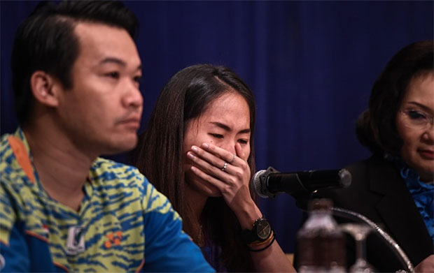 Ratchanok Intanon cries during the press conference. (photo: GettyImages)