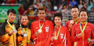 2016 Rio Olympic Silver medalists (from left), Peng Soon Chan and Liu Ying Goh of Malaysia, gold medalists, Tontowi Ahmad and Liliyana Natsir of Indonesia and bronze medalists Nan Zhang and Yunlei Zhao of China. (photo: AFP)